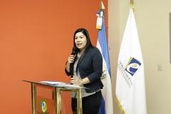 Laura del Carmen Hurtado, integrante del Pleno, juramentando a la nuevos intengrantes de CEG.