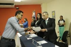 Dr. Castaneda entrega credenciales a nuevos miembros de CEG
