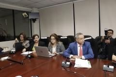 Dr. Néstor Castaneda, Presidente del TEG, acompañados de las Licdas. Karina Burgos de Olivares y Rosario de Barillas, Integrantes del Pleno