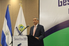 Dr. Nestor Castaneda, presidente del TEG, durante discurso inaugural