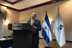 Dr. Néstor Castaneda, presidente del TEG, durante el discurso.